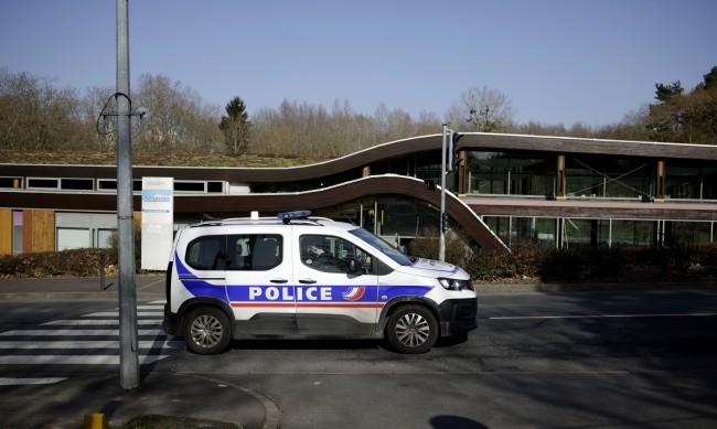 Ужас във Франция: Мъж простреля и запали бившата си съпруга