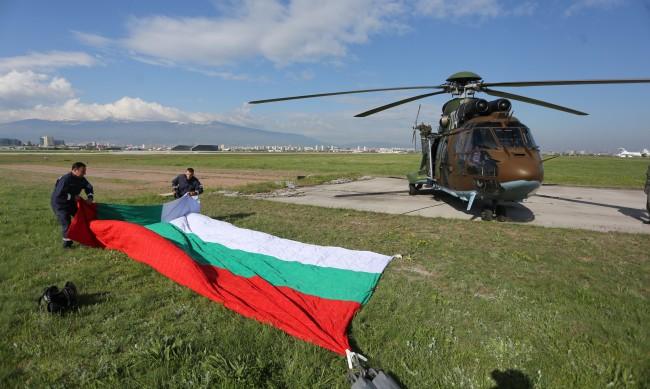 Водосвет на бойните знамена, но без парад днес