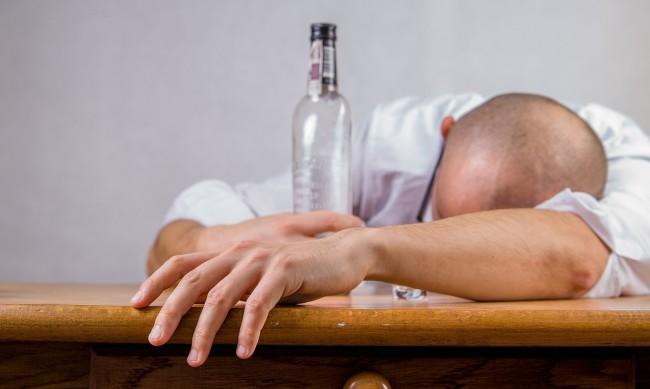 В пандемията бум на починалите заради алкохол в Англия