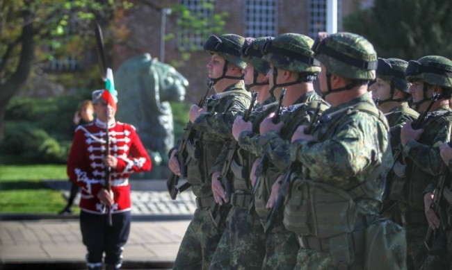 Българският войник е воден от кауза