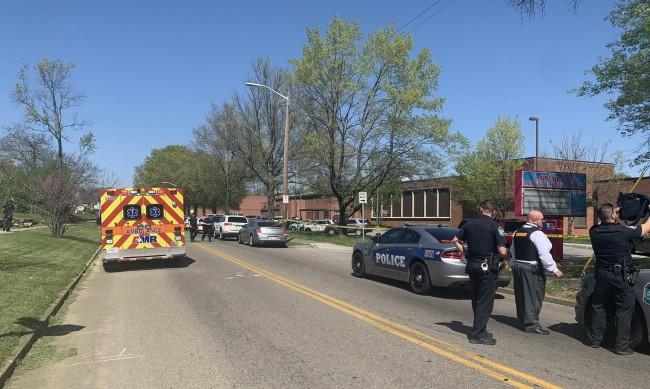 Момиче стреля в училище в САЩ, има ранени