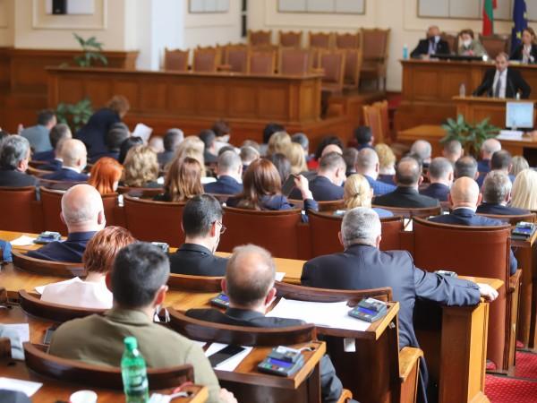 На финала на 45-ото Народно събрание депутатите отново влязоха в