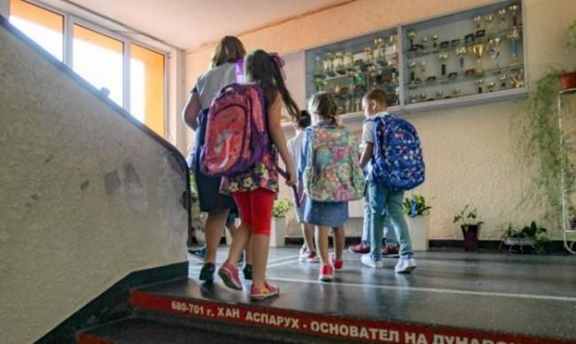 МОН обяви как ще се обучават учениците през май
