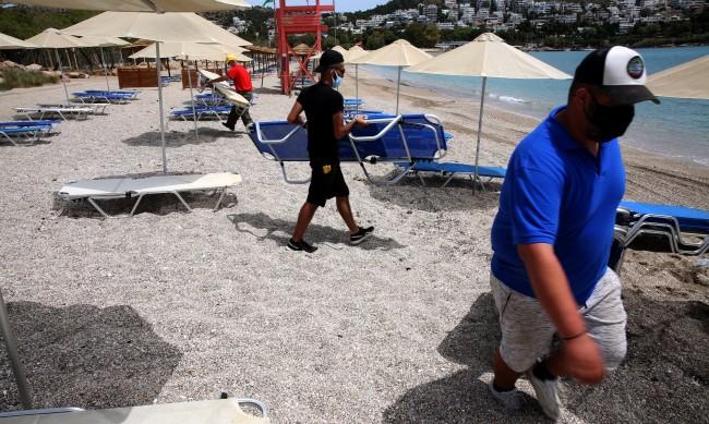 В очакване на лятото: Гърция отваря плажовете