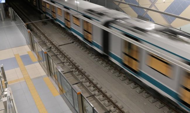 Арестуваха възрастна жена в метрото