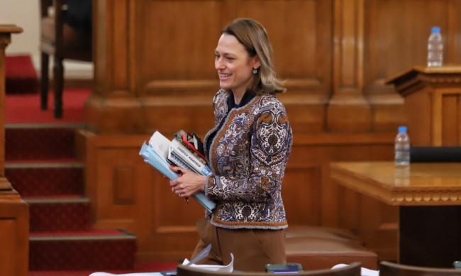 Шефката на 45-ото НС Ива Митева: В този парламент се опитахме да водим диалог