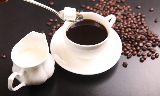 Захар, кофеин... Храни и напитки, които стимулират стреса