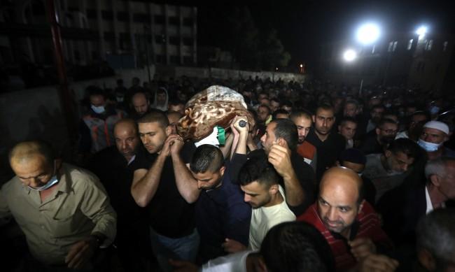 Стотици ранени при сблъсъци между палестинци и израелската полиция