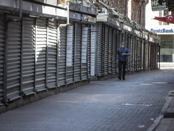 Турция е в локдаун: хората могат да излизат от домовете