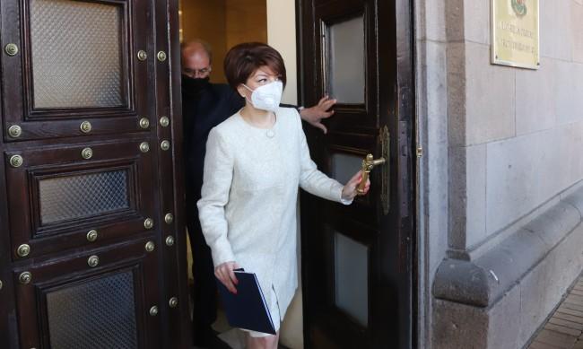 Десислава Атанасова:  45-ото НС си отиде безславно, нищо не свърши