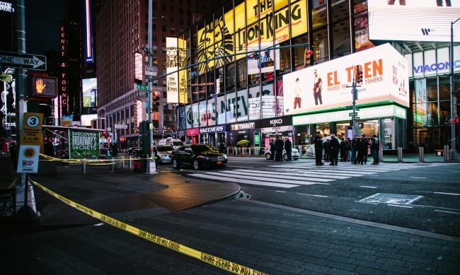Трима ранени, сред които 4-годишно дете, при стрелба на Таймс Скуеър