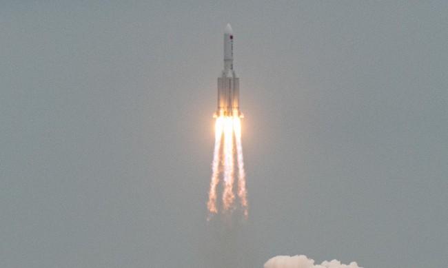 Част от китайската ракета се разпадна над Индийския океан