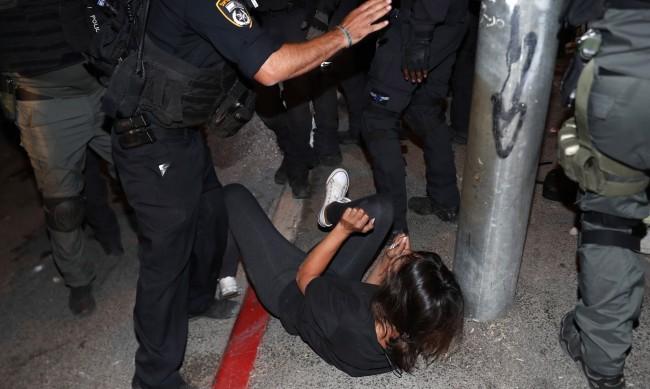 Нови сблъсъци в Ерусалим - ранените са над 90