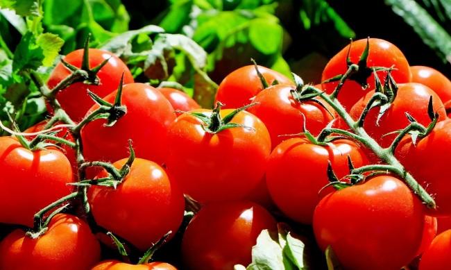 Шопската салата поскъпна, ръст на цените на домати, сирене