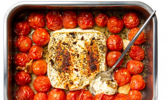 Рецептата Dnes: Сирене фета с домати на фурна