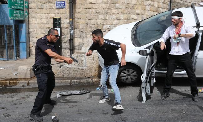 Кървави сблъсъци между палестинци и израелската полиция в Ерусалим