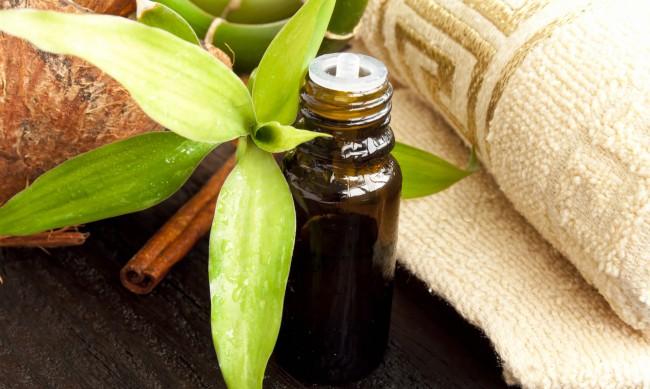 Акне - помага ли маслото от чаено дърво?