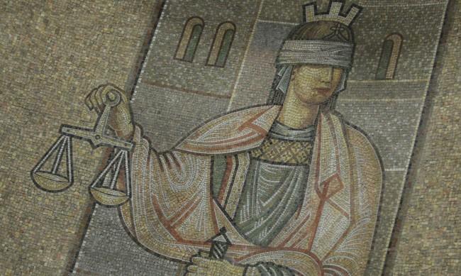 Русенец на съд за укриване на над 120 000 лв. данъци