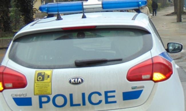 Кола катастрофира край Стражица, двама загинаха