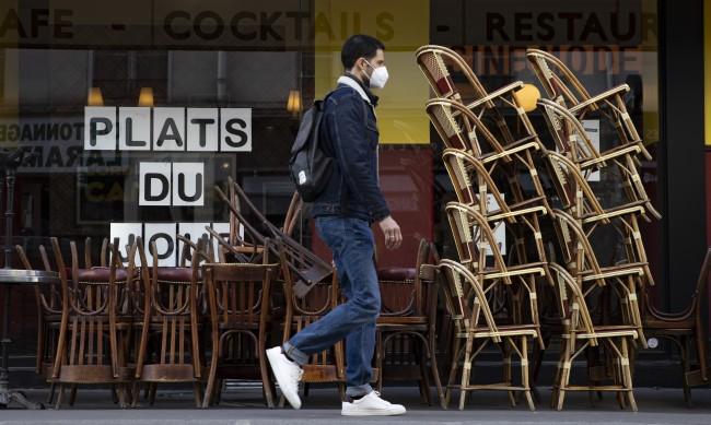 Франция на път трайно да излезе от COVID кризата