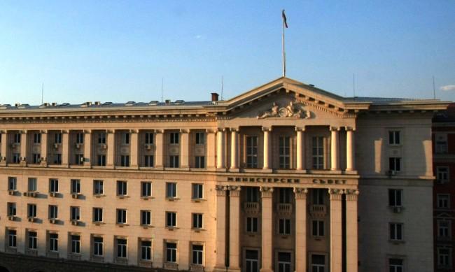 Янаки Стоилов и Велислав Минеков влизат в служебния кабинет?