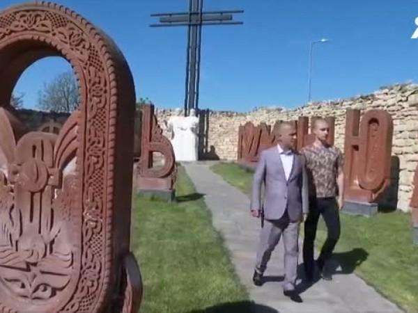 Инициативен комитет настоява създателят на уникалния паметник на кирилицата в
