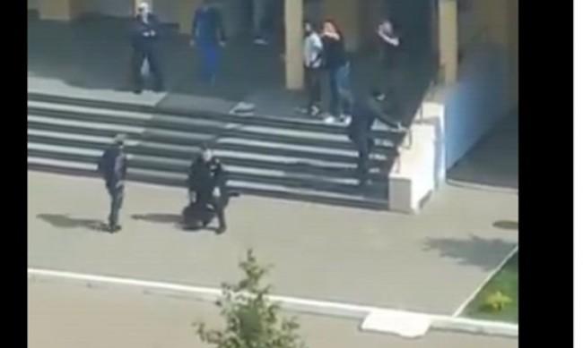 Единият нападател в Казан е ликвидиран, другият е задържан