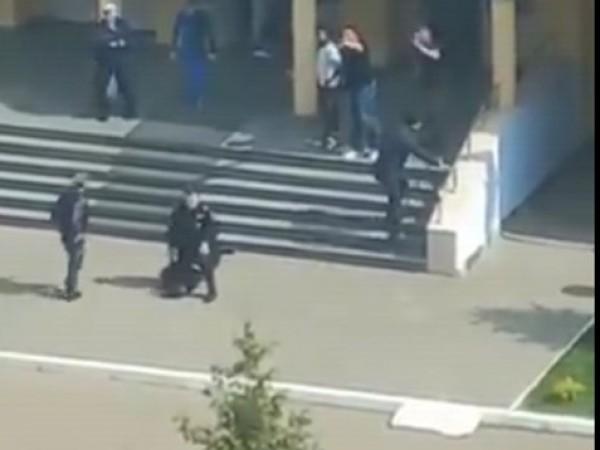 Седем деца и една учителка са загинали при стрелбата в