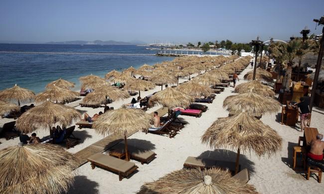 Всички жители на островите в Гърция ще бъдат ваксинирани до 25 юни