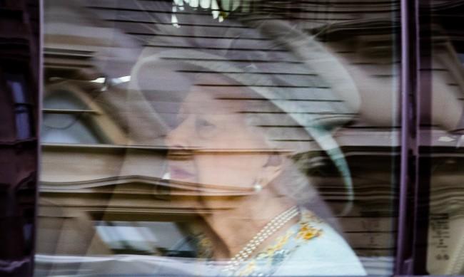 Елизабет II: Приоритет на моето правителство е пандемията