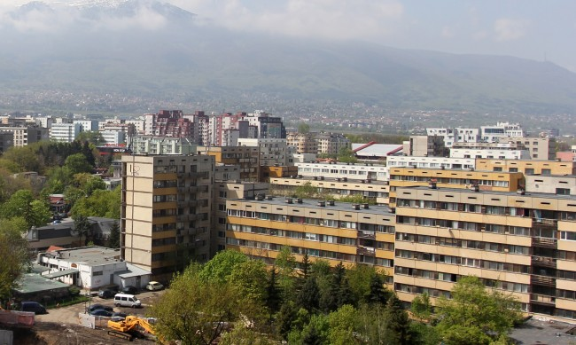 """Обновяването на общежития за 4000 студенти """"на трупчета"""""""
