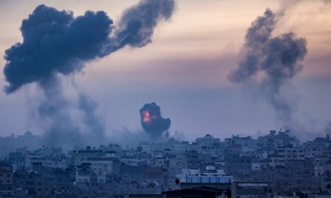 Бъчварова: Засега няма сигнал за пострадали българи в Израел