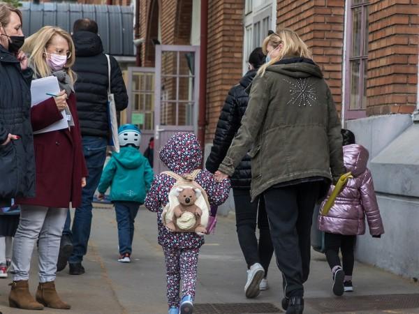 Пандемията от коронавирус е катастрофа за много малки деца, твърдят