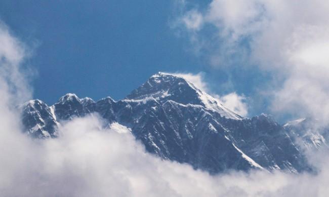 Двама алпинисти са загинали на Еверест
