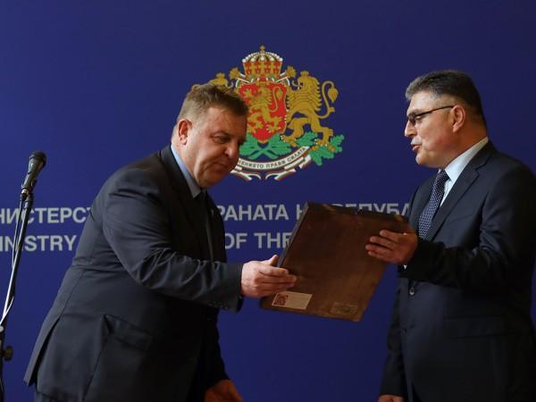 Служебният министър на отбраната Георги Панайотов ще смени заместник-министрите в