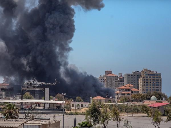Радикалното палестинско движение Хамас каза, че е изстреляло огромна ракета