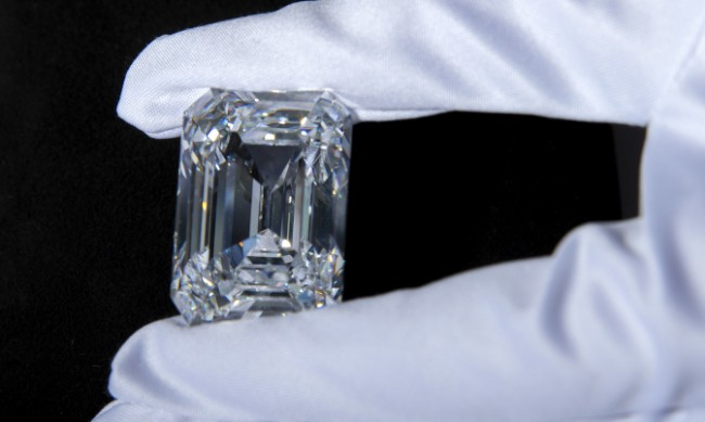 Най-големият диамант се продаде на търг за $14 млн.