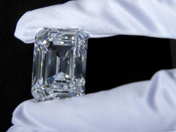 Най-големият диамант в историята беше продаден на търг в Женева