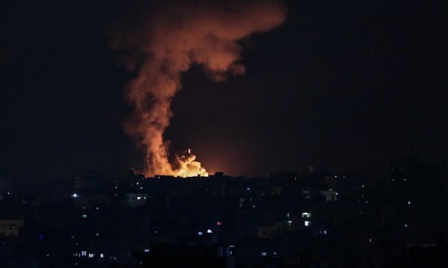 """""""Хамас"""" атакува химически завод в Израел"""