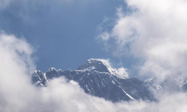 Защо Непал крие за случаите на COVID-19 на Еверест?