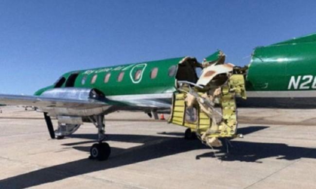 Самолет се приземи успешно, почти бил разцепен на две