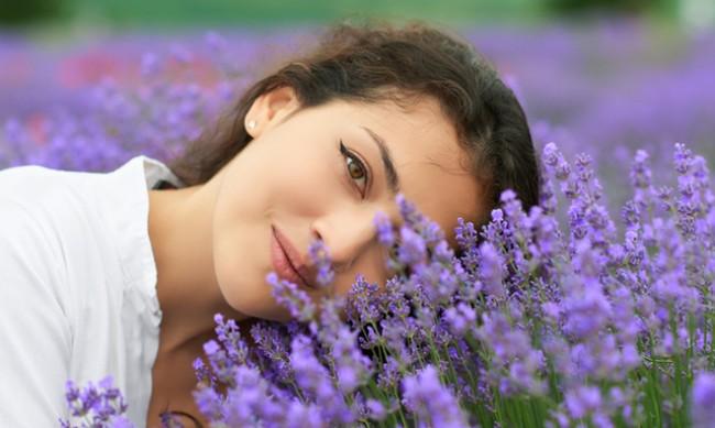 Кои билки и растения правят кожата по-красива