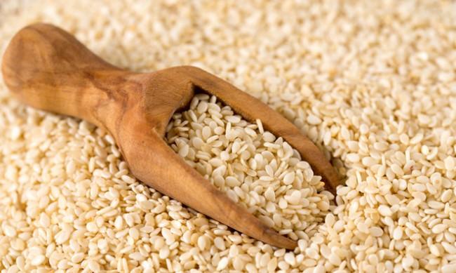 Хапвайте сусамово семе за здрава коса и за баланс на холестерола
