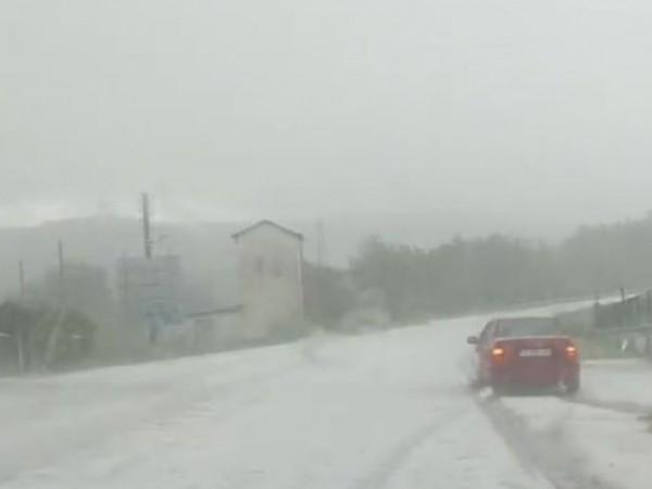 Силна градушка удари няколко села в община Черноочене, съобщи кметът