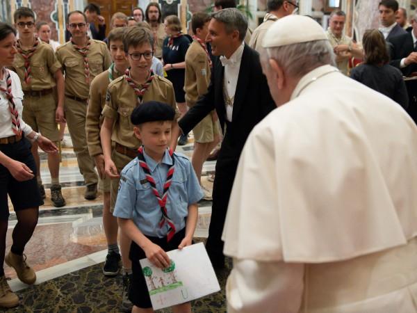 Папа Франциск заяви днес, че разходите за отглеждане на деца