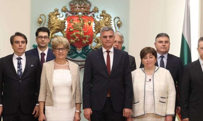 Основната фигура в служебния кабинет - Румен Радев