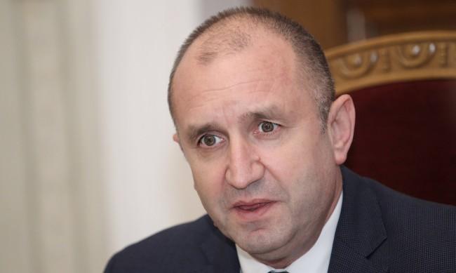 Радев: Време е да освободим България от усещането, че има незаменими