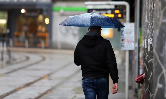 Времето днес: Облачно, на много места дъжд