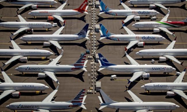 """""""Боинг"""" проверява 143 самолета от серията 737"""