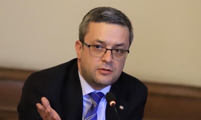 Биков отново скочи срещу избора на нов шеф на НАП